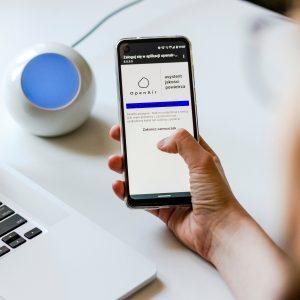 Porady w aplikacji i przez email